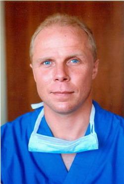 Фролов Константин Борисович - Выполняет весь спектр современных операций на грудной и брюшной аорте, периферических артериях